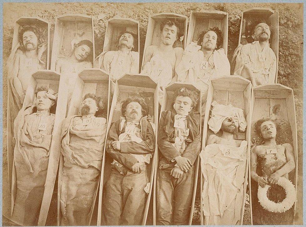 Komunardi popravení v květnu roku 1871