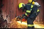 Požár haly v Horních Počernicích