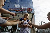 Protikorupční policie začala 17. srpna prohledávat budovu pražského Dopravního podniku.  Na snímku ředitelka pověřená řízením Magdalena Češková.