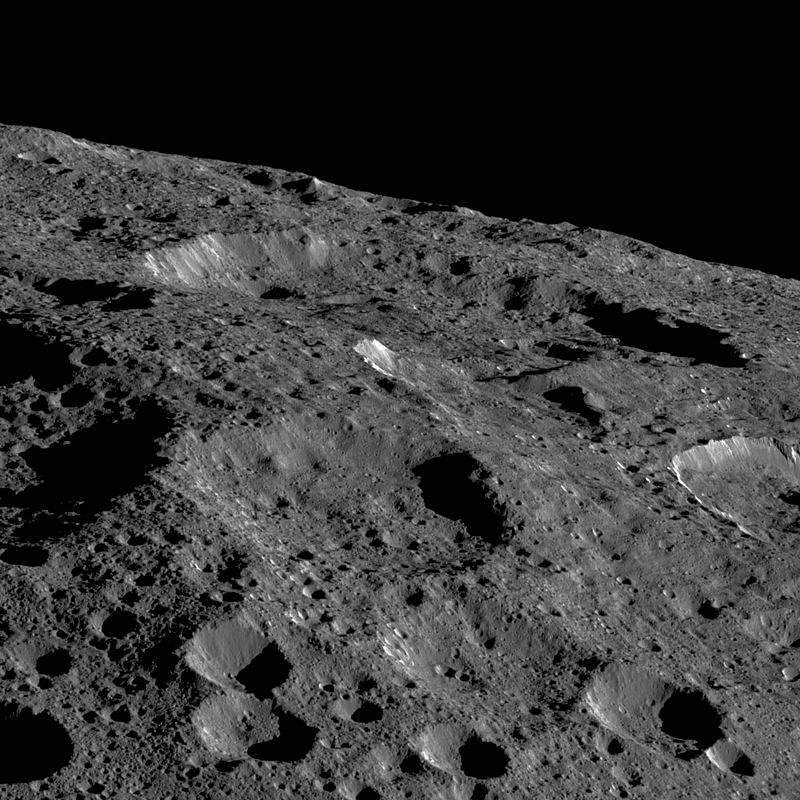 Záběr povrchu Ceresu z 19. května 2018