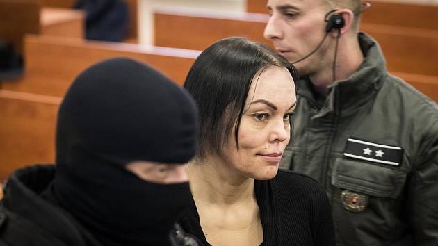 Alena Zsuzsová odmítla, že by na vraždě Jána Kuciaka měla jakýkoli podíl. Před soudem v Pezinku uvedla, že z obviněných zná pouze Mariana Kočnera.