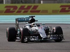 Lewis Hamilton v kvalifikaci na Velkou cenu Abú Zabí.