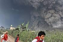 Výbuch sopky Mount Sinabung.