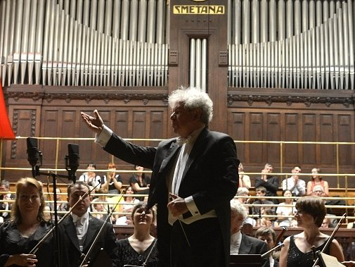 Londýnský Symfonický orchestr BBC pod vedením dirigenta Jiřího Bělohlávka