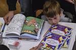 Rodiče by měli dětem více číst.