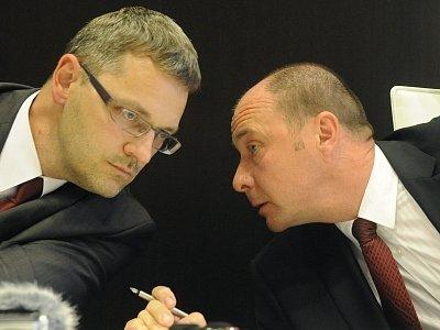 Vrchní státní zástupce Vlastimil Raspula a jeho náměstek Libor Grygárek (vpravo)