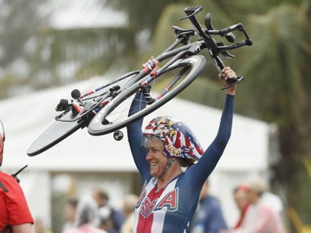 Legenda. Kristin Armstrongová vyhrála potřetí za sebou olympijskou časovku.