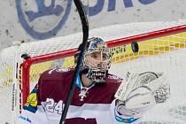 Hokejový brankář pražské Sparty Tomáš Pöpperle.