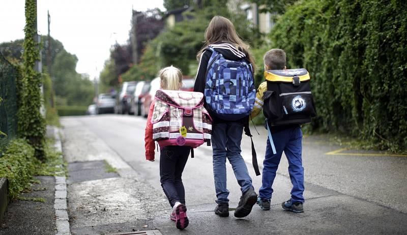Rakouské děti chodí do škol pěšky