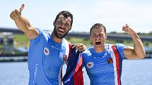 Letní olympijské hry Tokio 2020, 5. srpna 2021. Zleva Josef Dostál a Radek Šlouf z ČR se radují ze třetího místa-