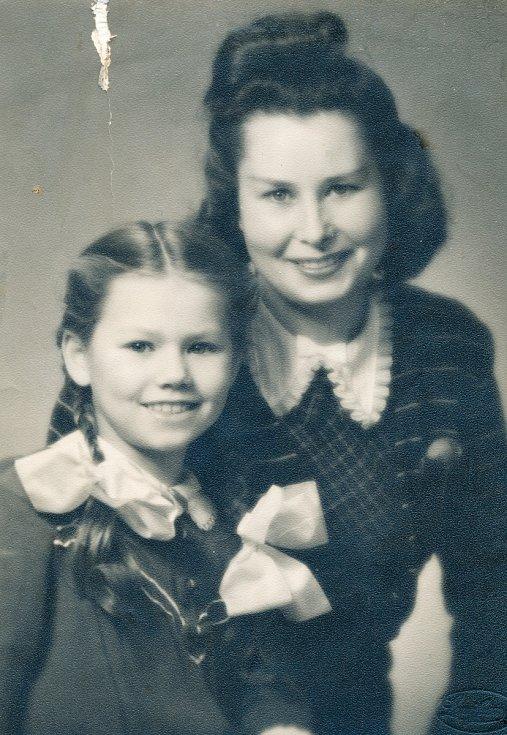 Elżbieta Grosseová - šťastné setkání s maminkou v roce 1945