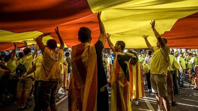Oslavy Národního dne Katalánska provázel požadavek statisíců uskutečnit referendum o nezávislosti