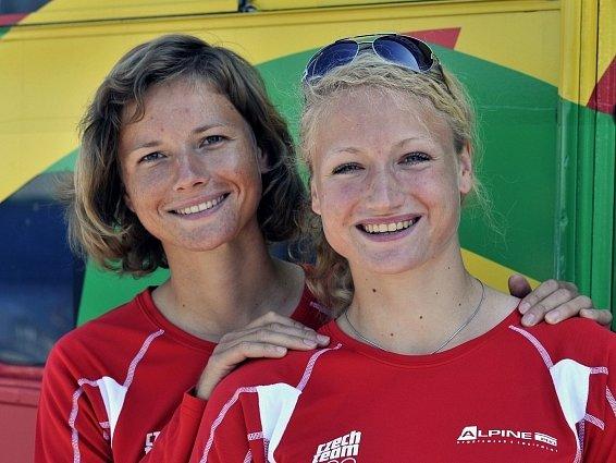 Sesterská dvojice veslařek Jitka (vlevo) a Lenka Antošovy.