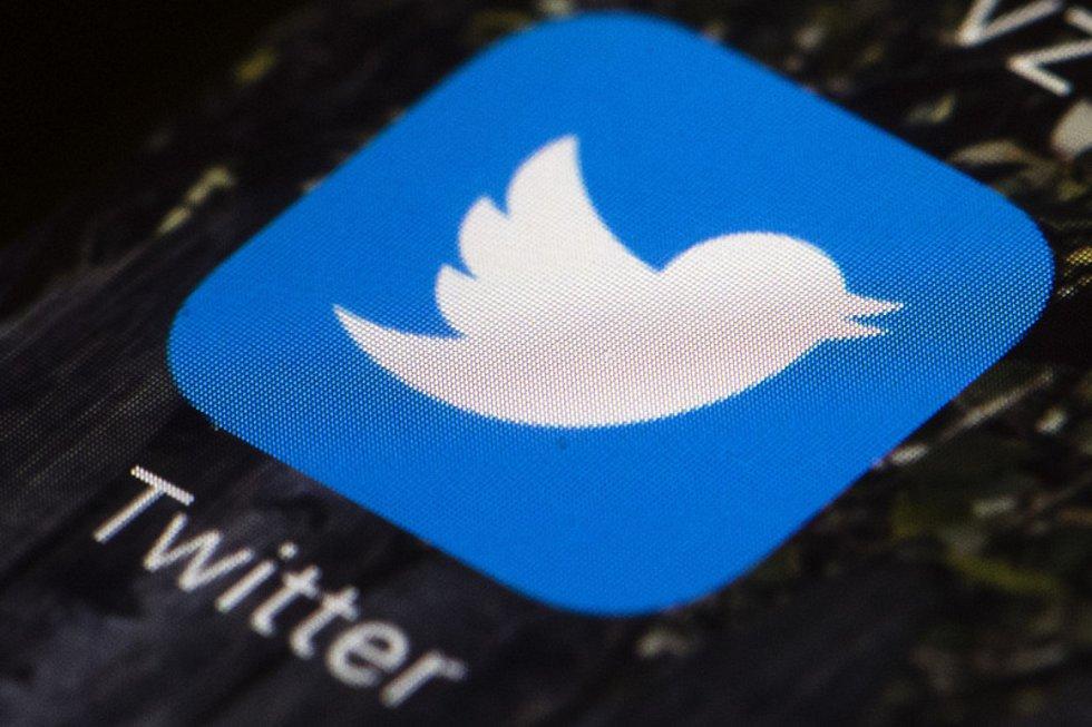 Ikonka sociální sítě Twitter na displeji mobilního telefonu