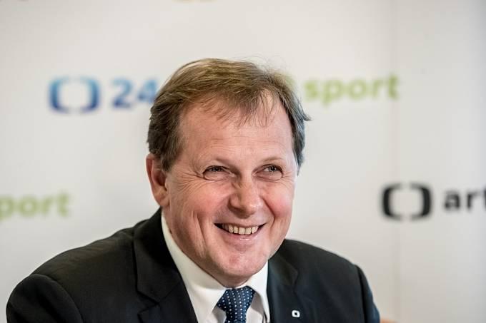 Rada České televize volila ve druhém kole 26. dubna nového ředitele České televize. Generálním ředitelem byl zvolen Petr Dvořák.