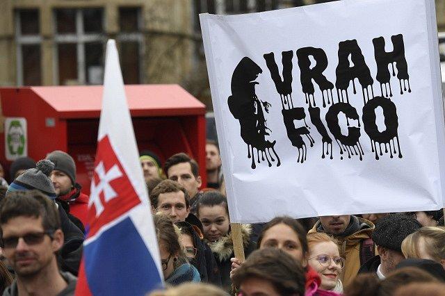 Protesty proti Robertu Ficovi