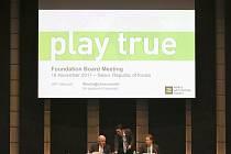Představitelé Světové antidopingové agentury (WADA) Craig Reedie (vlevo) a Olivier Niggli na jednání v Soulu.
