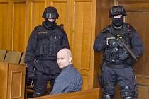 Soud propustil z vazby Pavla Šrytra (na snímku ze 4. května), který je obžalován z vraždy bosse českého podsvětí 90. let Antonína Běly, která se stala v roce 1995 v Úvalech u Prahy
