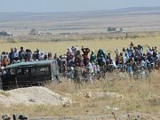 vůli bojům v syrské Hasace uprchlo z domovů už 60.000 lidí. Podle úřadu OSN v Sýrii by mohlo z tohoto města na severovýchodě Sýrie odejít až 200.000 lidí.