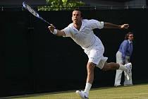 Radek Štěpánek udolal ve 2. kole Wimbledonu Itala Staraceho až v pátém setu.