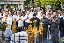 Náboženský obřad obětem bombového útoku.