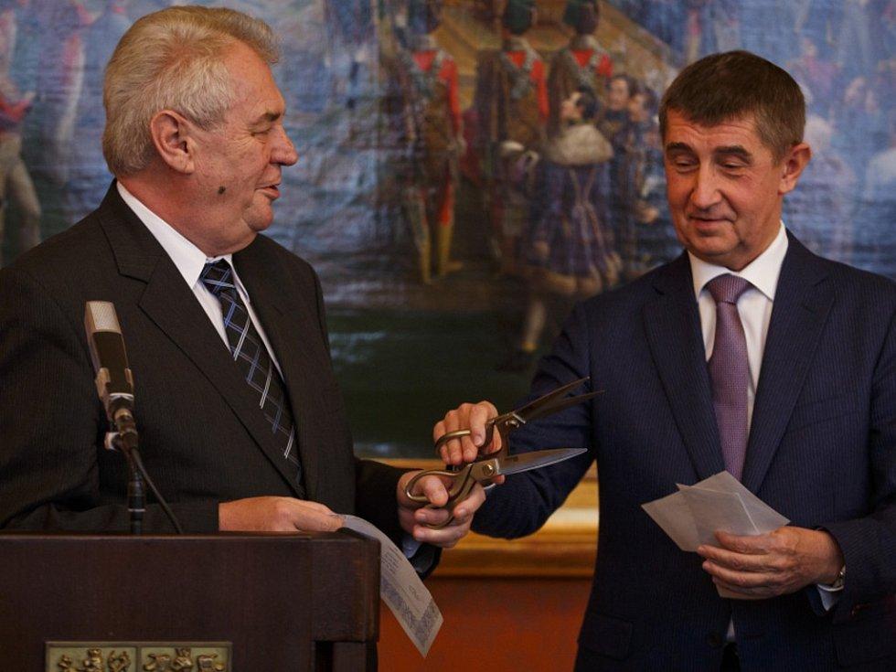 Prezident Miloš Zeman a ministr financí Andrej Babiš 17. prosince v Praze na tiskové konferenci.