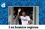 Fotbalista Lionel Messi vítá fanoušky na letišti v Paříži.