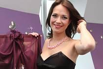 Díky zranění Báry Munzarové získala Tereza Kostková její roli v seriálu Obchoďák.
