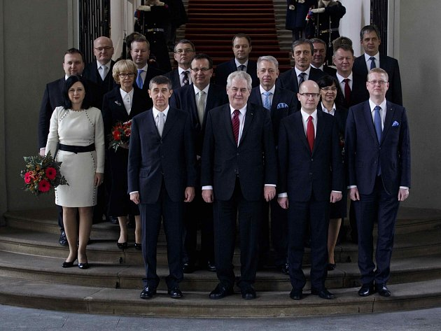 Vláda Bohuslava Sobotky s prezidentem Zemanem.
