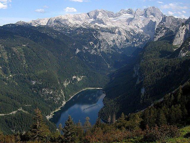 Dachstein a jezero Vorder Gosausee