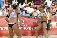 Plážové volejbalistky Michala Kvapilová s Kristýnou Hoidarovou Kolocovou