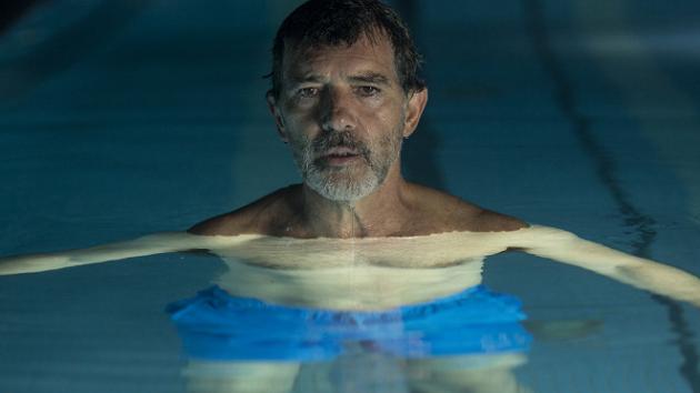 Antonio Banderas ve snímku Bolest a sláva