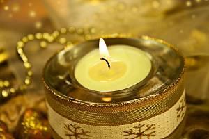 Vánoční svíčka. Ilustrační foto