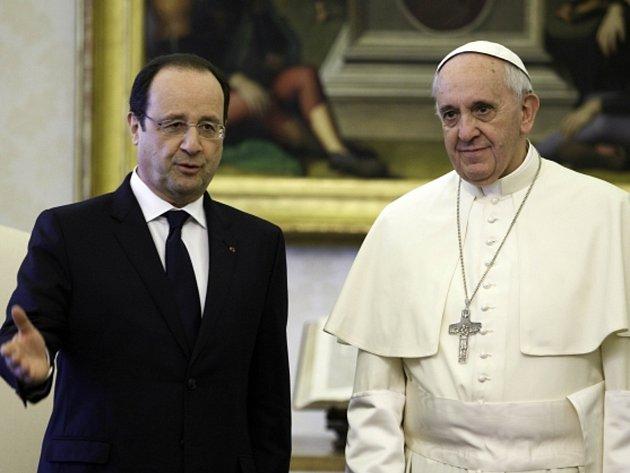 Papež František ve Vatikánu přijal francouzského prezidenta Françoise Hollandea.