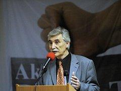 Ministr školství Dobeš (VV) jmenoval Ladislava Bátoru svým ekonomickým poradcem. Bátora je někdejší kandidát nacionalistické Národní strany.
