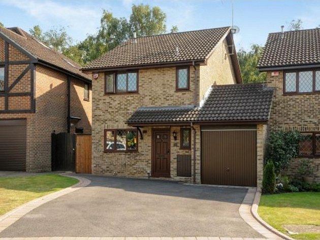 Dům se třemi ložnicemi a obývacím pokojem, z nějž se dá vyjít přímo do zahrady, je k mání za 475.000 liber.