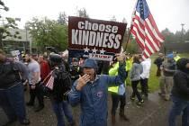 Protesty mezi levicovými a konzervativními aktivisty před Evergreen State College v americkém státě Washington.