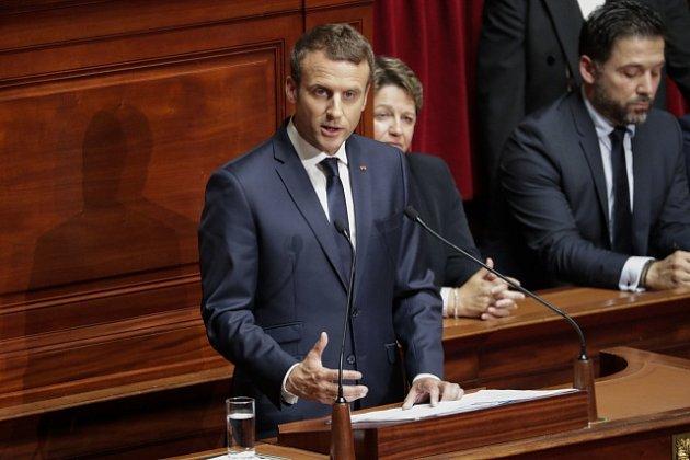 Emmanuel Macron při projevu před francouzským Parlamentem