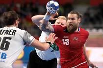 Čeští házenkáři (v červeném) proti Německu.