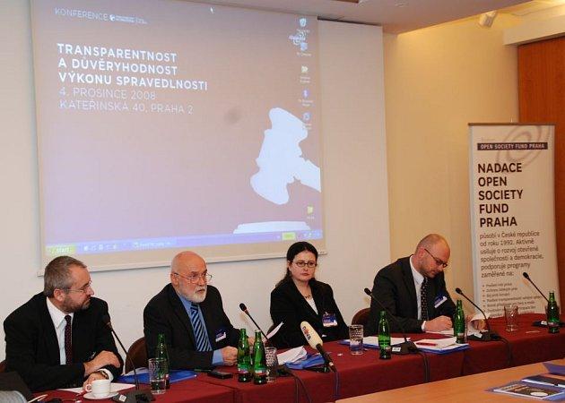 Přestože boji s korupcí věnuje Nadace OSF velkou pozornost, situace v Česko se od devadesátých let příliš nezlepšila.