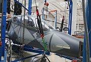 Zkouška pevnosti na prototypu L39NG se značením 7002 - VZLÚ Kbely a Aero Vodochody  .července.