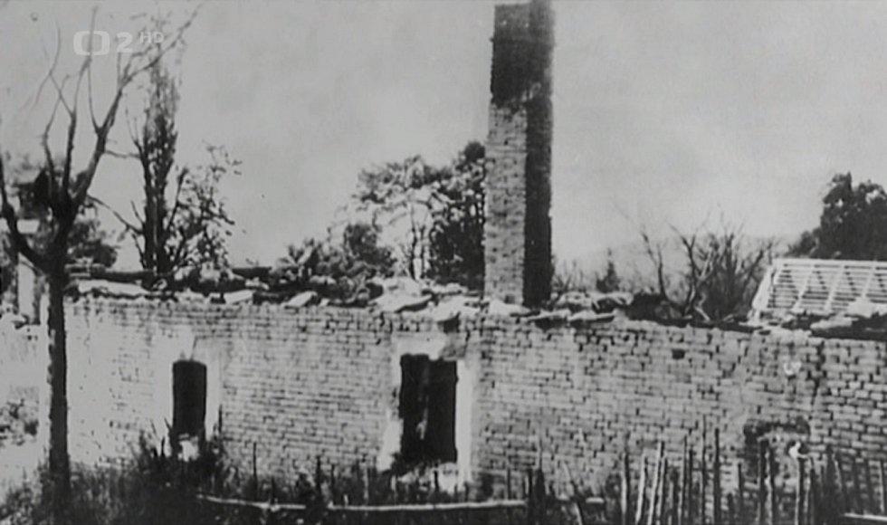 V Prlově nacisté vypálili osm stavení, do nichž zaháněli lidi