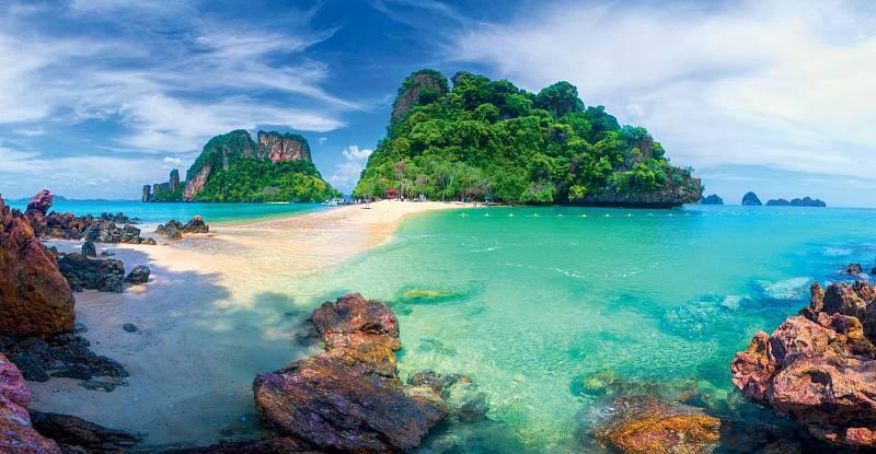 Ostrovy, které civilizace dosud jen jemně políbila, leží hluboko vBengálském zálivu mezi Indií aBarmou.