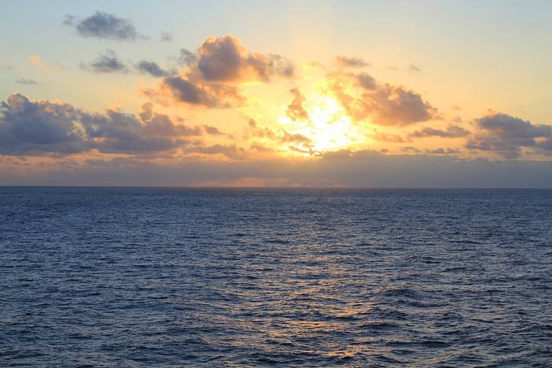 Západ slunce nad Tichým oceánem.