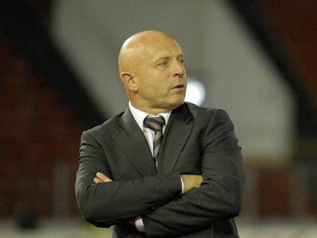 Trenér Slavie Karel Jarolím by rád vrátil Tottenhamu dvě poslední porážky.