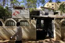 Trojice členů belgické sekce organizace Lékaři bez hranic byla v problematickém súdánském regionu unesena ve středu večer.