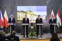 Zleva slovenský premiér Peter Pellegrini, polský premiér Mateusz Morawiecki, český premiér Andrej Babiš a maďarský premiér Viktor Orbán vystoupili 4. března 2020 v Praze na tiskové konferenci po jednání lídrů zemí V4