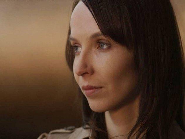 MILENA. Znám řadu žen, jež trápí vztah založený na textovkách, potvrzuje Jana Plodková, kterou od včerejška můžeme vidět v kině ve filmu Rozkoš.