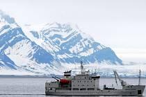 Ruský křižník Alexej Maryšev s britskými turisty na palubě vplul do nebezpečné blízkosti ledovce Horn na jihu špicberského souostroví.