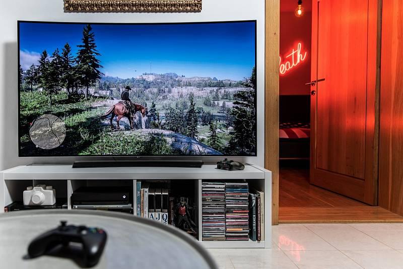 Hodně si považuju obří televize od LG s technologií OLED. Nejlepší obraz, co jsem kdy viděl.